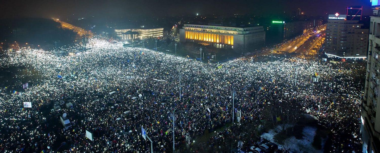protest-piata-victoriei-panorama-lumina